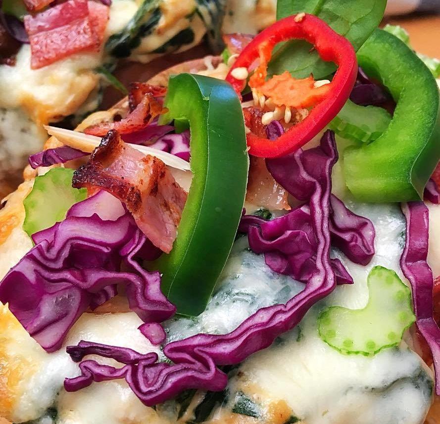 Receptvarázslat: töltött édesburgonya csirkemellel, sajttal és zöldségekkel